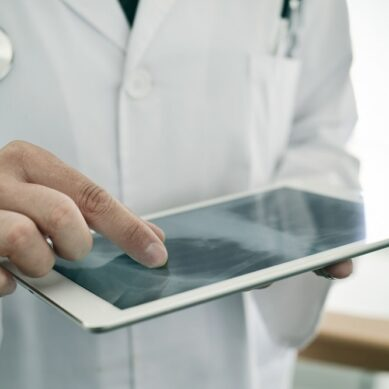 To persuade physicians to trust remote health monitoring programs1-min